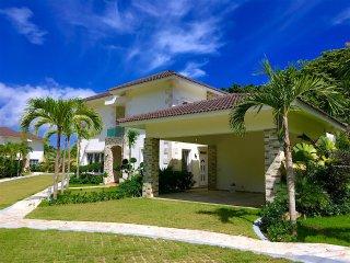 New 3 BD modern villa near the beach