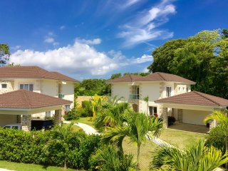 New 3 BD modern villa near the beach