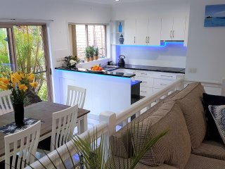 Palm Haven  - a beachy Byron Townhouse