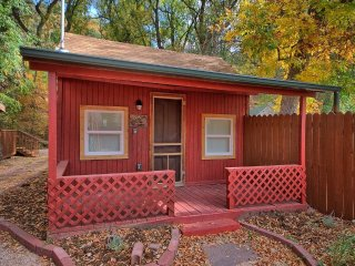 NEW! 1BR Manitou Springs Cabin on Fountain Creek!