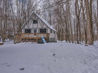 NEW! Charming 3BR Arrowhead Lake Cottage!, Lago Pocono