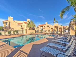 2BR Scottsdale Condo w/Heated Community Pool!