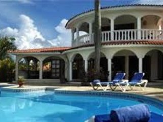 Beautiful 6 Bedroom Villa with Butler Service! All Inclusive!