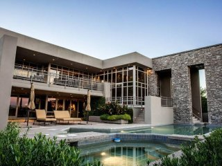 PARADISE VALLEY HILLSIDE MANSION!!!!!!!!, Paradise Valley