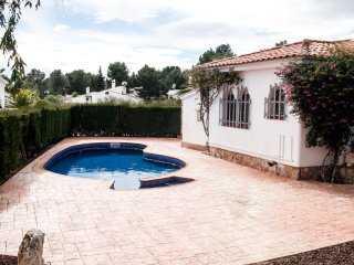 BIG 850M2 FAMILY HOUSE WITH SWIMING-POOL, BBQ AND WIFI_AVINGUDA MAR