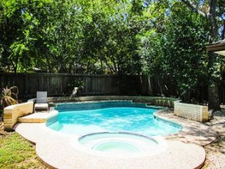 5 Bedrooms, 3 Bathrooms, Sleeps 16 in Heart of San Antonio with Pool - Beautiful