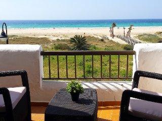 First line beach apartment Badra. 3 bedrooms and 2 bathroom sea views