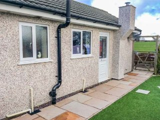 4 WELL LANE ANNEXE, romantic base, countryside views, WiFi, near Silverdale, Ref 954156, Yealand Redmayne