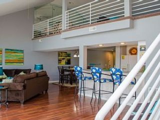 Amazing 4 bedroom Penthouse w/loft & 2 decks