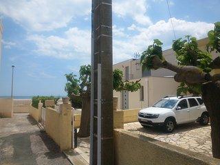 Villa-15 mètres de la plage-12 personnes-terrasse-vue sur mer-barbecue