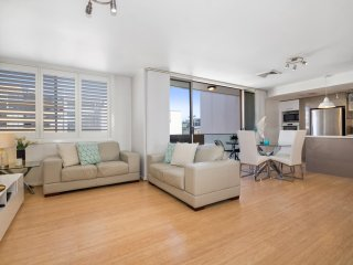 Quiet, elevated central Manly apartment