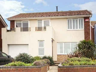 CHALKY DOWNS, seafront, semi-detached, WiFi, in Broadstairs, Ref 938942