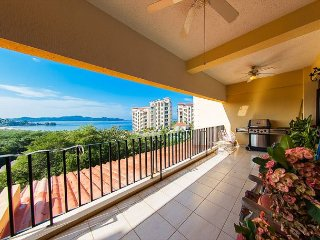 Enjoy stellar views of the Pacific Ocean in this 3 bed, 2 bath New Condo!, Playa Flamingo