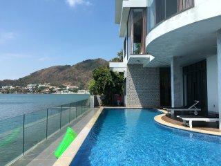 Front Beach Villa 19 TP private pool and private beach