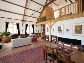 Characterful Converted Chapel near Bath, Great Fun! (EC)