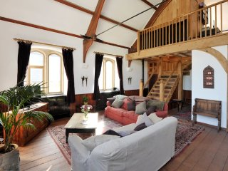 Magnificent Converted Chapel near Bath, great fun! (EC)