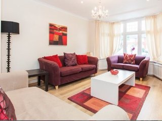 Gorgeous 3 bed house near Central London