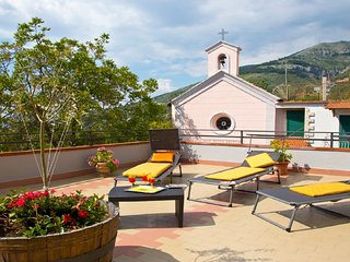 Newly-refurbished 3 bedroom house near Sorrento