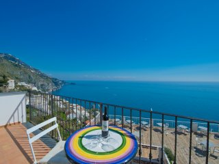 Flat Malù - A bright apartment with a stunning sea view & a Jacuzzi