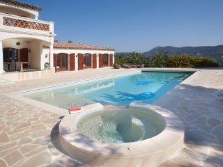 169 6-bedroom villa,5 bathrooms, private domain,heated pool 18 x 5, partly airco