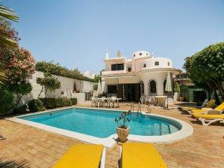 Private Villa With Swimming Pool (Pinho), Albufeira