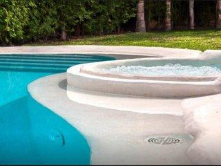200Meters Walk To Beach-Promenade,Pool, Jacuzzi Spa,WiFi, Parking.Golf 3km