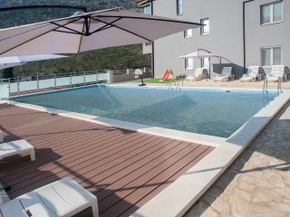 Elegant apartment near Split with swimming pool, Podstrana