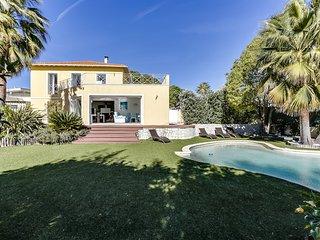 Belle villa avec piscine au calme à Nice, vue mer