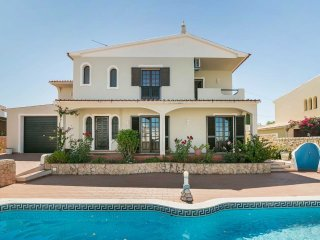 Private Villa With Swimming Pool (Jolú), Guia