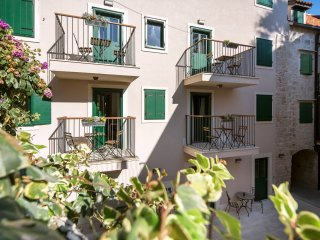 Perfect location - modern studio in old town with terrace, Korta 11****