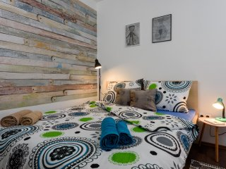 stylish, new, two bedroom, free parking, near historical core, Trogir