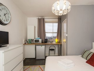 Shoreditch Studio room in central location! Serviced by Hostmaker