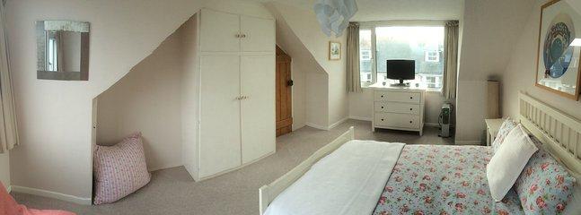 Large Double Bedroom (Bedroom 2)