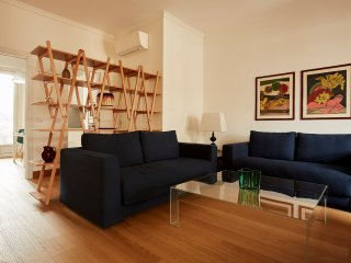 Luxurious 2bdr with large terrace, Sant'Ambrogio area