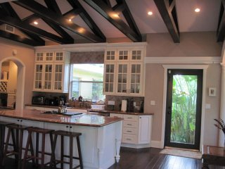 Private House with 3 master bedrooms, 2.5 Kms to beautiful Hollywood Beach.