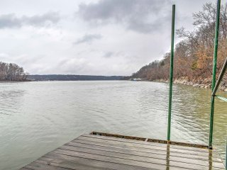 New! Lakefront 3BR 'Oasis on the River', Wyandotte