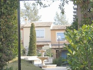 Charming 2-bedroom villa within walking distance of Valbonne
