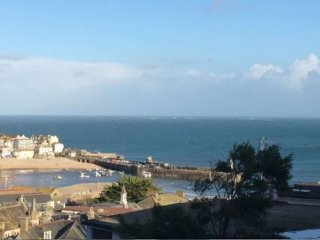 Harbour Views, 500m from the beach!, St Ives