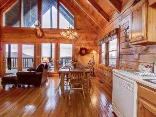Homey cabin w/ private hot tub, wraparound deck & breathtaking mountain views