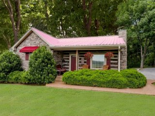 Adorable Cabin   Quiet & Peaceful   All Amenities!