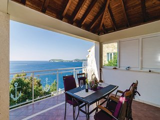 Indy's Beach Apartments- Studio Apartment with Patio and Sea View, Dubrovnik