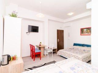 Rooms Tezoro- Comfort Triple Room with City View