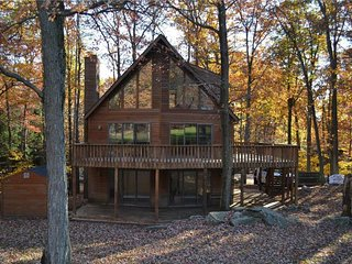 Poconos Chalet home at Lake Wallenpaupack-Pool Table-Fire Pit- Incredible Views