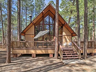 3BR Pinetop Cabin w/ Spacious Deck & Backyard!