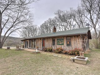 NEW! 2BR 'Around the Bend' Cabin on White River!
