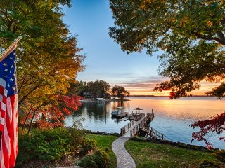 NEW! 'Landover Lodge' 4BR Mooresville Lake House