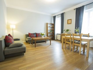 M9 apartment in Stare Miasto with WiFi & airconditioning.