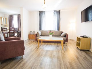 M8 apartment in Stare Miasto with WiFi & airconditioning.