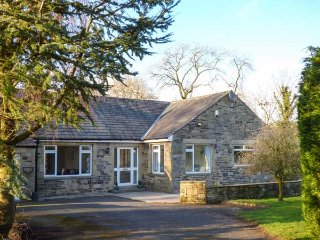 **** PIT CORNER deatched bungalow, spacious, woodburning stove, garden, Stirton
