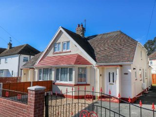 MAESDU COTTAGE, semi-detached, three bedrooms, enclosed garden, pet-friendly, in